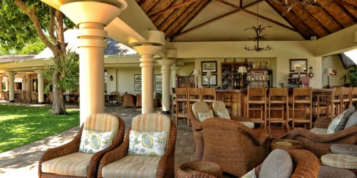 ilala lodge vicfalls pool bar