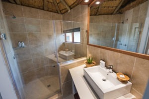 misava safari lodge bathroom