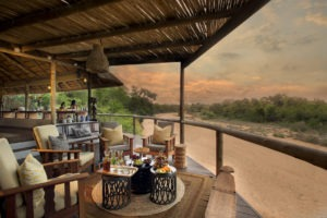 tanda tula lounge view
