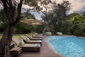 tanda tula pool lounge
