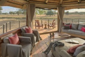 Lion Camp by Mantis Deluxe Suite seating area Kopie