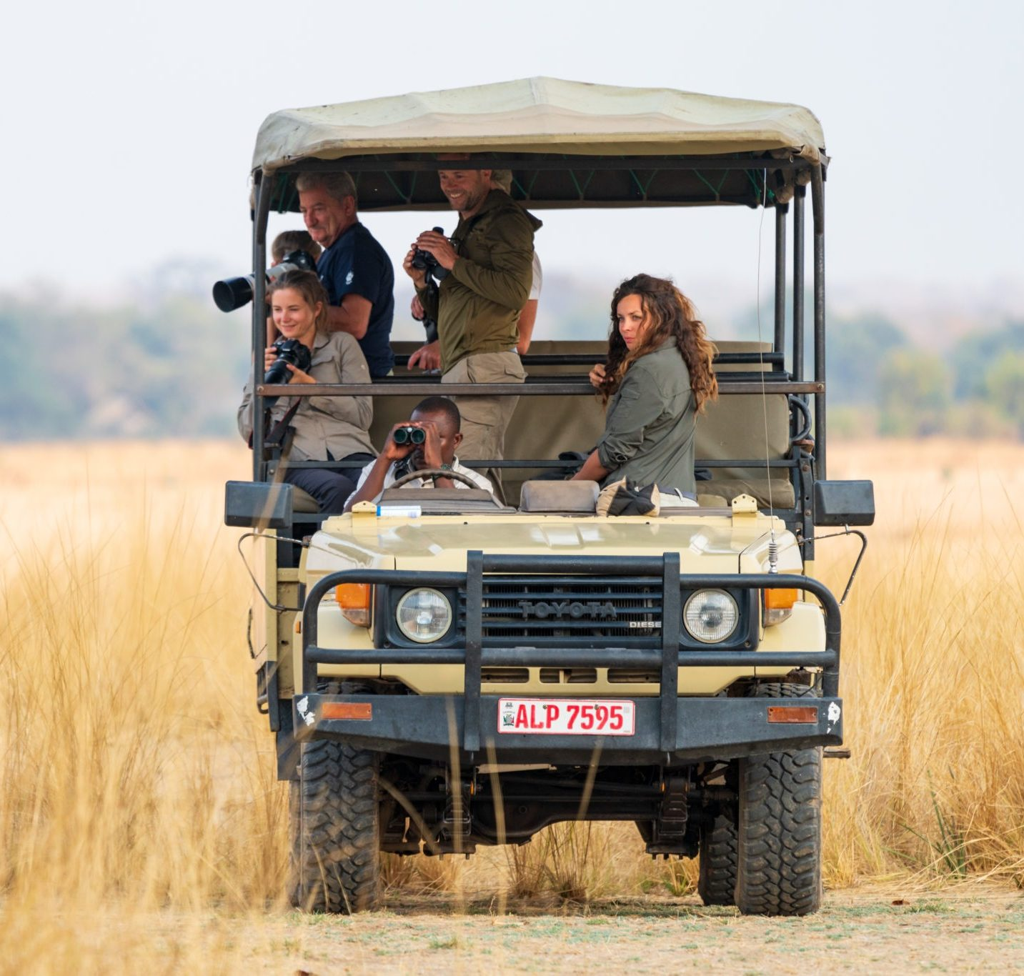 gesa guiding guests zambia photography safari