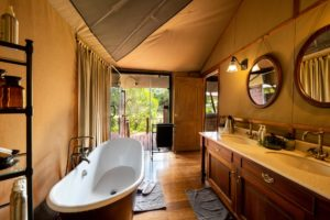 Elewana Sand River Luxury Tent bathroom