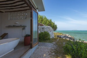 matemwe lodge sea and spice spa bath view kerry de bruyn lr1